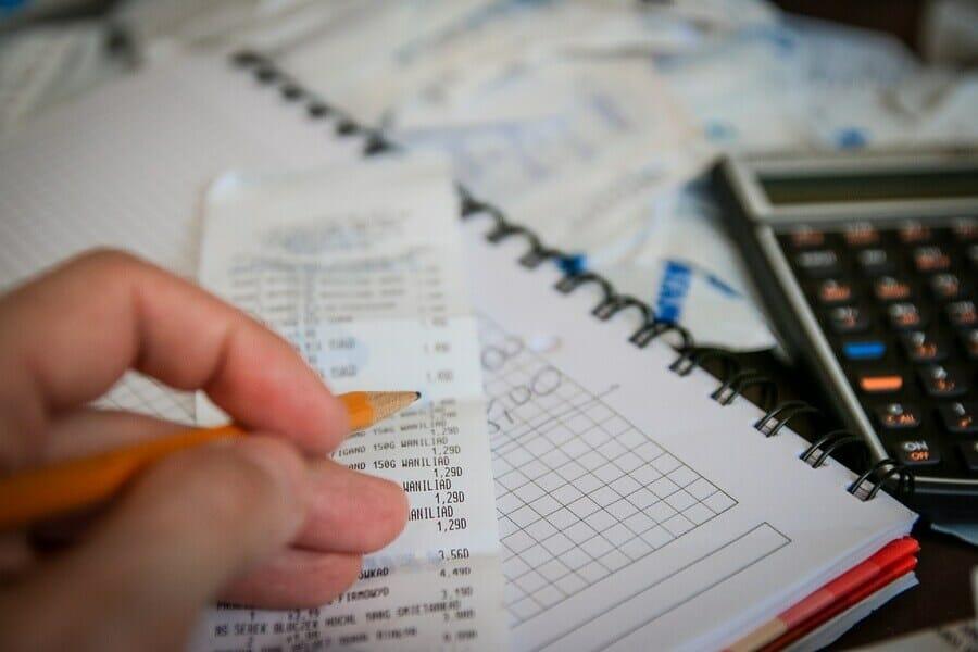 Jak nie wpaść w spiralę zadłużenia, praktyczne porady - www.praktycznyblog.pl