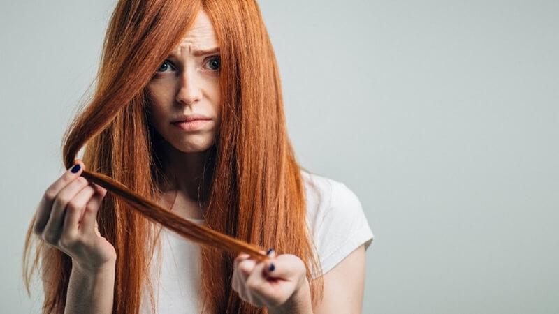 urynoterapia włosy